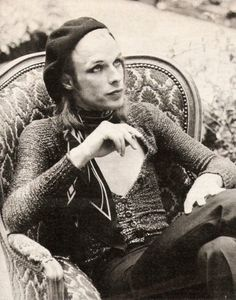 Vintage Brian Eno.  Was never really into Brian Eno ambiant, but this is a fabulous photograph.