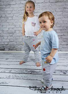 spodnie dresowe ze ściągaczem w pasie, kolorowe guzki w dwóch rzędach wygodny fason z luźnym krokiem - krój: unisex. Do kupienia na:  mail: knocknock.fashion@gmail.com fb: https://www.facebook.com/pages/knock-knock-fashion/230430617163127?ref=hl instagram: http://instagram.com/knock_knockfashion#