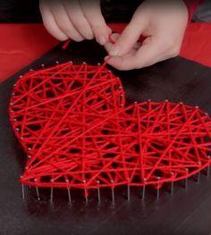 Dany Martinez ensina como fazer um quadro de lã e pregos no formato de um coração, perfeito para quem quer presentear no Dia dos Namorados