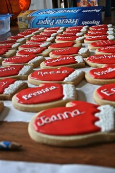 Mitten Christmas Sugar Cookies ~ A cute idea for writing names of family or coworkers on cookies.