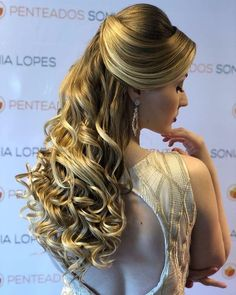 Penteados formatura 19 French Twist Hair, Wedding Updo, Gold Dress, Bella, Blonde Hair, Dreadlocks, Hairstyle, Glamour, Long Hair Styles