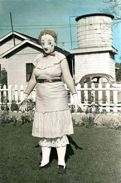 I can't find any information on this photo. It's just labeled Vintage Halloween Costume, and search takes us to a discontinued website. which redirects to Spam/Virus BOO Retro Halloween, Halloween Fotos, Vintage Halloween Photos, Creepy Halloween Costumes, Halloween Pictures, Halloween Masks, Halloween Decorations, Weird Costumes, Victorian Halloween