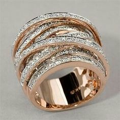 I like this stacked diamond bands in rose gold I Love Jewelry, Jewelry Box, Jewelry Rings, Jewelry Accessories, Fine Jewelry, Jewlery, Gold Jewelry, Jewellery Bracelets, Wire Rings