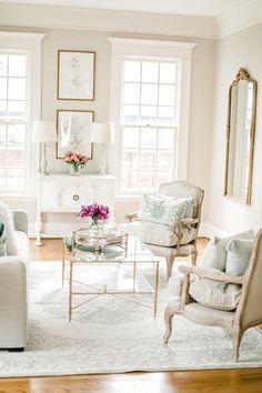31 Admirable Formal Living Room Decor Ideas - The day of the front parlor that is so formal is now over. The homes nowadays in our modern time are using the available spaces in the living room and. Living Room Grey, Formal Living Rooms, Living Room Chairs, Home Living Room, Living Room Furniture, Living Room Designs, Living Room Decor, Classic Living Room, French Living Rooms