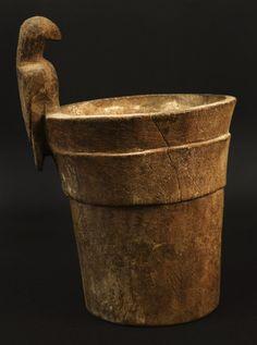 Materiales: Madera  Periodo: Medio  Medidas: 193 mm alto  Código de pieza: MCHAP 2696  Ver cultura Maytas-Chiribaya