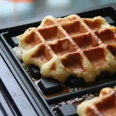 Homemade Recipe 72968 Liège waffles with thermomix. I offer a recipe for Liège waffles, simple and easy to prepare at home using thermomix. Crepes, Biscotti, Belgian Food, Summer Dessert Recipes, Thermomix Desserts, Cooking Chef, Dessert Bread, Love Food, Sweet Recipes