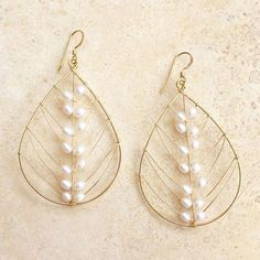 Spectacular DIY Jewelry Designs To Match All Occasions Prettiest Leafy Pearl Ear Danglers Wire Wrapped Jewelry, Wire Jewelry, Jewelry Crafts, Beaded Jewelry, Jewelry Ideas, Gold Jewelry, Jewlery, Jewelry Holder, Diy Schmuck