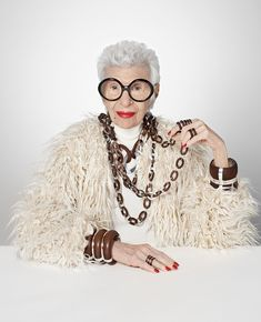 IRIS APFEL for TANE. Today presentation, new jewelry collection design in colllaboration with . I'm proud to direct the fashion film and shoot the campaign. Iris Fashion, Fashion Art, Boho Fashion, Couture Fashion, Fashion Quotes, Fashion Advice, 50 Y Fabuloso, Accidental Icon, Funky Glasses