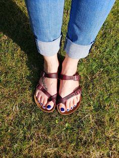 Birkenstocks, Birkenstock Mayari, Yummy Yummy, Celebs, How To Wear, Fashion, Wide Fit Women's Shoes, Sandals, Celebrities
