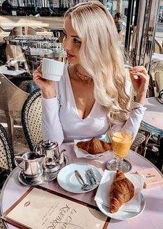 Coffee Girl, My Coffee, Coffee Shop, Good Morning Coffee, Coffee Break, Opening A Cafe, Photography Tea, Pause Café, Sweet Coffee