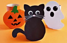 Cute and Easy Toilet Paper Tube Halloween Craft Halloween Arts And Crafts, Homemade Halloween Decorations, Arts And Crafts Projects, Halloween Kids, Diy And Crafts, Halloween Treats, Paper Plate Crafts, Glue Crafts, Paper Plates