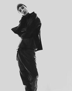 Blacklog Editorial #62: Romain Duquesne shoots Olivia Thornton at Chic. Styling: Samara Wilson H&M: Deborah Brider at Viviens Creative using Shu Uemura Art of Hair