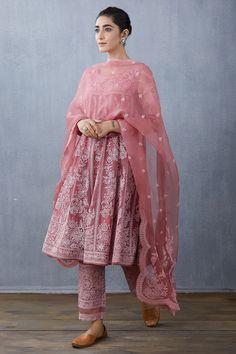 Pakistani Dresses, Indian Dresses, Indian Outfits, Pakistani Suits, Punjabi Suits, Casual Indian Fashion, Ethnic Fashion, Indian Designer Suits, Indian Designers