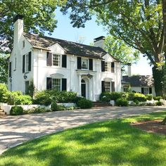 16 new Ideas house facade classic shutters Colonial House Exteriors, Dream House Exterior, Southern Architecture, Facade Architecture, Classic Architecture, Style At Home, White Brick Houses, Black Shutters, Classic Shutters