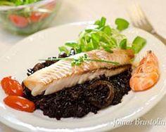 O arroz preto é um alimento funcional.  O arroz preto acompanha bem peixes, frutos do mar e saladas. Geralmente, está presente em receitas elaboradas, como risotos, peixes de sabor acentuado, frutos do mar e carnes de caça. O arroz preto possui proteínas e fibras. É rico em compostos antioxidantes, vitaminas E do complexo B.