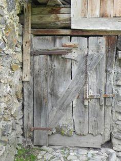 Accrophotos - Série de vieilles portes de montagne | accrophotos.