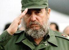Alfonso M. Becker: Francisco le da una hostia a Raúl Castro y estrangula a…