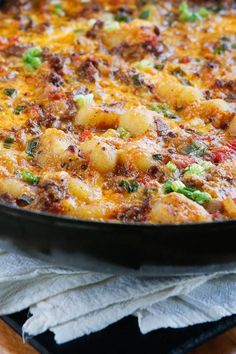 Oh my gosh you HAVE to try this Cheeseburger Gnocchi recipe! Pillowy soft potato dumplings (gnocchi) are toasted for a crunchy skin, but impossibly fluffy middle. Then they're simmered with seasoned beef and cheese for a one pot meal that every Beef Dishes, Pasta Dishes, Food Dishes, Main Dishes, Gnocchi Dishes, Gnocchi Soup, One Pot Meals, Main Meals, Gnocchi Recipes