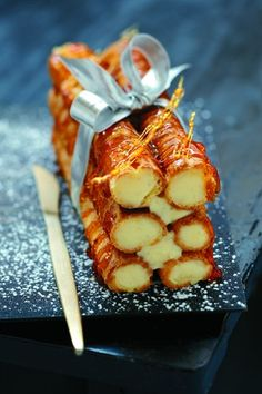 Yulelog made of vanilla custard cream filled puffs / Bûche « trop chou Delicious Desserts, Dessert Recipes, Yummy Food, French Desserts, Beautiful Desserts, Cannoli, Christmas Desserts, Christmas Log, French Christmas