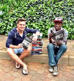 Inspiring South African Homeless Man Sells Books on the Streets for a Living