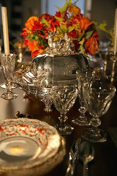 Early century Coalport china and timeless Baccarat crystal Christmas Table Settings, Holiday Tables, Christmas Tables, Cocina Shabby Chic, Elegant Table Settings, Baccarat Crystal, Formal Dinner, Centerpieces, Table Decorations