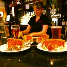 Chicago deep dish pizza - I have to go back Chicago Style Pizza, Deep Dish, Yummy Eats, Pizza Recipes, Soul Food, Favorite Recipes, Pizza Pizza, Treats, Dishes