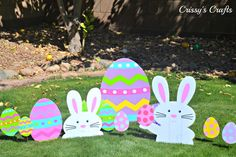 If you are planing a Spring or Easter Celebration, here you will find easy and simple ideas to create your own celebration without a. Easter Egg Crafts, Easter Projects, Easter Eggs, Easter Bunny Decorations, Easter Wreaths, Outdoor Easter Decorations, Spring Decorations, Easter Photo Frames, Easter Garden