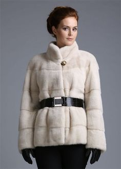 Fur coat of beaver (108 photos): hooded, how much it costs, male, white, with Silver Fox, how to distinguish fake