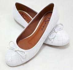 bdb86eac5 Sapatilha Feminina bico redondo Matelassê Verniz Branco - Ref 1153126  Sapatilhas Confortáveis, Sapatilhas Femininas,
