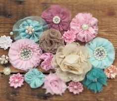 So many pretty flowers! Pretty Flowers, Soda, Hair Accessories, Mint, Design, Peppermint, Beautiful Flowers, Drink, Soft Drink