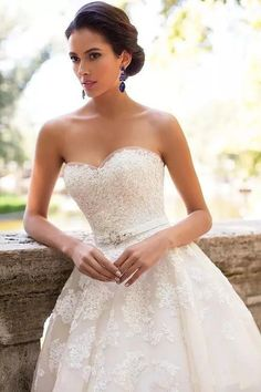 Outlet Ivory A-line/Princess Wedding Dresses Enticing Long Sweetheart Wedding Dresses With Applique Lace Up Dresses