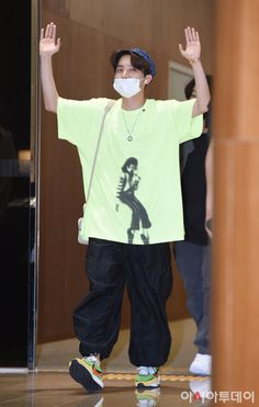 BTS came back in Korea from Japan at Gimpo airport 190717 Jung Hoseok, Hope Fashion, 90s Fashion, Fashion Tips, Modest Fashion, Fashion Online, Vintage Fashion, Bts Airport, Airport Style