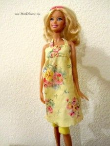 """Barbie Sundress Tutorial - the link for the leggings is just below the directions. There is a """"Categories"""" list on the upper right of the page for links to other Barbie clothing tutorials. There are a whole lot of free tutorials under """"princess dress. Sewing Barbie Clothes, Barbie Sewing Patterns, Sewing Dolls, Doll Clothes Patterns, Clothing Patterns, Dress Patterns, Clothing Ideas, Barbie Und Ken, Free Barbie"""