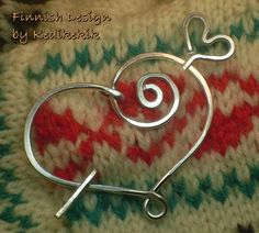 Hammered HEART BROOCH, Hair Pin or Shawl Pin For Scarf made with Aluminum Wire Beads And Wire, Wire Wrapped Jewelry, Metal Jewelry, Jewelry Art, Jewelry Crafts, Beaded Jewelry, Shawl Pin, Chainmaille, Wire Work