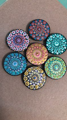 Mandala paintings hand done on pop sockets! Dot Art Painting, Mandala Painting, Mandala Art, Stone Painting, Rock Crafts, Arts And Crafts, Diy Pop Socket, Mandala Jewelry, Design Tattoo