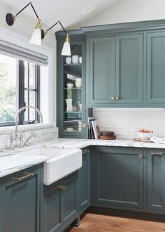 Modern Kitchen Trends 2019 Bringing Two Tone Wood Cabinets. Top Kitchen Color Trends For 2019 Kitchen Color Trends . Modern Kitchen Design Trends 2019 Two Tone Kitchen Cabinets. Home and furniture ideas is here Home Decor Kitchen, Interior Design Kitchen, Home Kitchens, Decorating Kitchen, Country Kitchen, Kitchen Furniture, Room Interior, Modern Interior, Furniture Design
