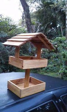 Wooden Bird Feeders, Bird House Feeder, Bird Feeding Station, Diy Wooden Projects, Homemade Bird Feeders, Bird House Plans, Bird Houses Diy, Small Backyard Gardens, Diy Stuffed Animals