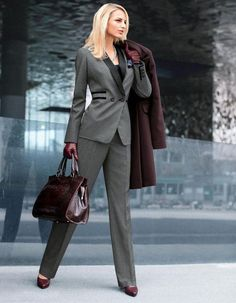 Top 18 Classy & Elegant Fashion Combinations for Business Woman Top 18 Classy & Elegant Fashion Combinations for Business Woman – Style Motivation Classy Business Outfits, Business Outfit Frau, Business Attire, Business Fashion, Mode Chic, Mode Style, Moda Formal, Business Mode, Business Formal