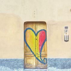 Un cuore in un portone