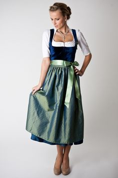- Dirndl Outfit - Bavarian/Austrian Traditional Female Peasant Clothing during the and Centuries. Later the Austrian upper classes adopted the dirndl as high fashion in the - Trachten Dirndl Michaela - Drindl Dress, Peasant Clothing, High Fashion, Womens Fashion, Ladies Fashion, Flattering Dresses, Vintage Style Dresses, Textiles, Classy Women