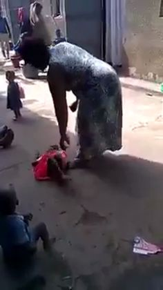 A step Mum caught mistreating the Baby, Shocking Video and Photos--Blizz Uganda