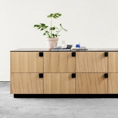 Thanks to their revolutionary approach to kitchen design, many basic IKEA cabinets around the world have a sleek look without the price tag. Independent Kitchen, Nordic Kitchen, Liverpool Home, Ikea Cabinets, Traditional Kitchen, Other Rooms, Cool Kitchens, Kitchen Design, Interiors