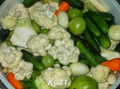 Vegyes savanyúság Pickling Cucumbers, Hungarian Recipes, Ketchup, Pickles, Potato Salad, Cauliflower, Salads, Stuffed Peppers, Canning