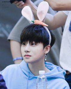 160604 Yeouido Fan Signing Event #Jinhwan © 27 Repository - J