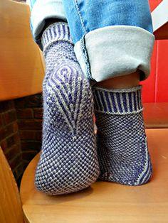 Free Knit Sock Pattern Stripodot pattern by Olga Shkuta Knitting Socks, Free Knitting, Knit Socks, Knitted Hats, Knitting Patterns, Knitting Ideas, Knitting Accessories, Mittens, Ravelry