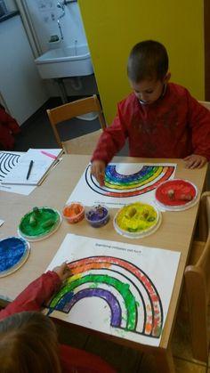 Regenboog stempelen met kurk
