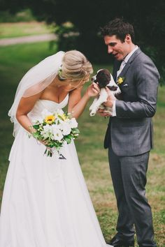 love this wedding picture with their puppy!