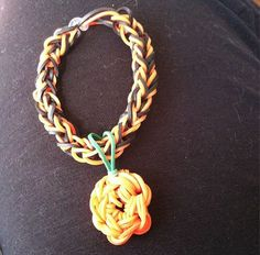 Nothing says Halloween better than pumpkins! A great seasonal Rainbow Loom bracelet from an LE customer.