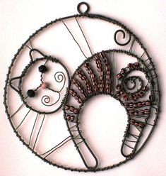 cat in circle Cat Crafts, Wire Crafts, Metal Crafts, Cat Jewelry, Jewelry Tree, Wire Jewelry, Copper Wire Art, Bijoux Fil Aluminium, Beads And Wire