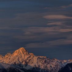 Kissed by the sunset (Bietschhorn m) Mountain Photography, Evening Sky, Great Life, Carpe Diem, Alps, Mountains, Sunset, Nature, Photos
